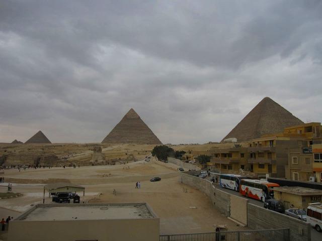 3つのピラミッド