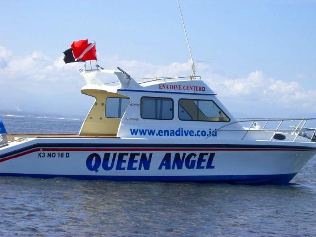 ボートで海へ