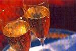 シャンパンを片手にサンセットに臨む
