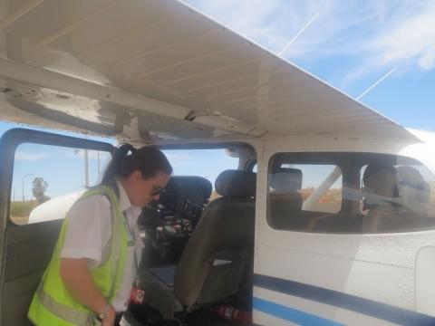 飛行前のパイロットによる機内チェック、期待が高まります!!