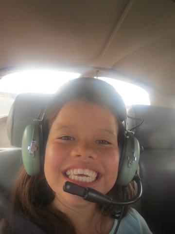 子供でも楽しめます。パイロットとはマイクを通して飛行中に会話(英語)もできます