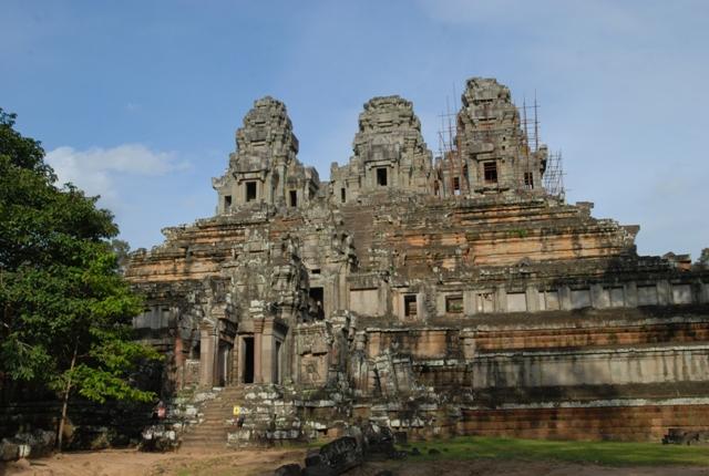 未完成の寺院」タケウ
