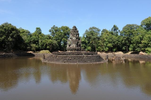 聖なる池の中にある「ニャック・ポアン」
