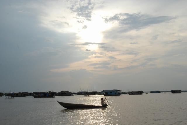 東南アジア最大の湖「トンレサップ湖」