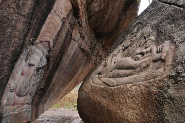 幻の巨岩彫刻「プーンコムヌー」