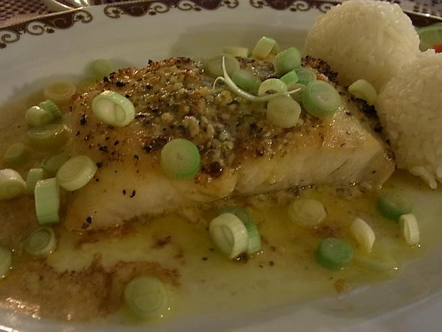 メインの魚は日本人好みの味付けです