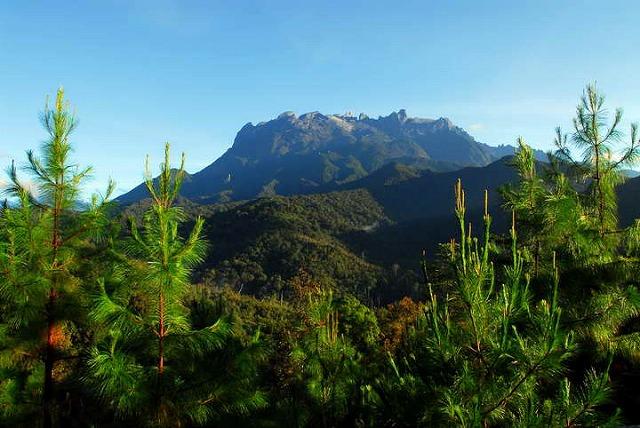 東南アジア最高峰のキナバル山