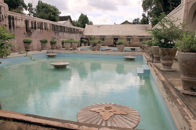 水の王宮タマンサリ