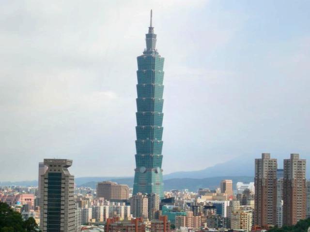 一際高い台北101