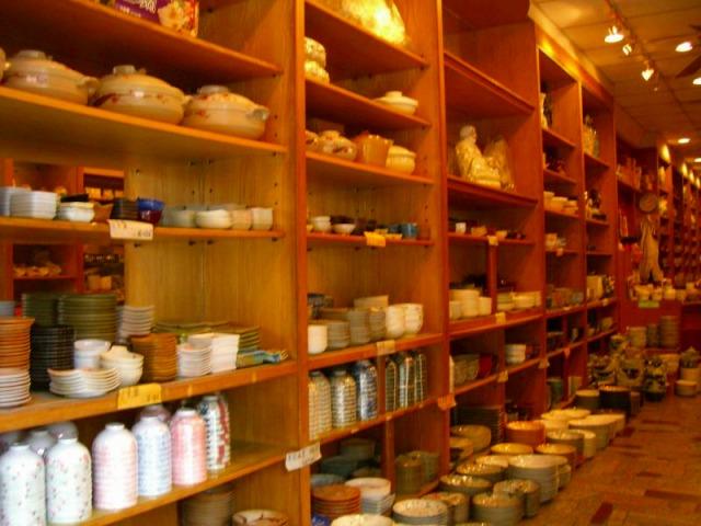 鶯歌の陶器街 掘り出し物はあるかな?