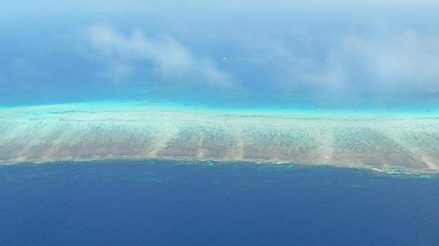 サンゴ礁が広がります