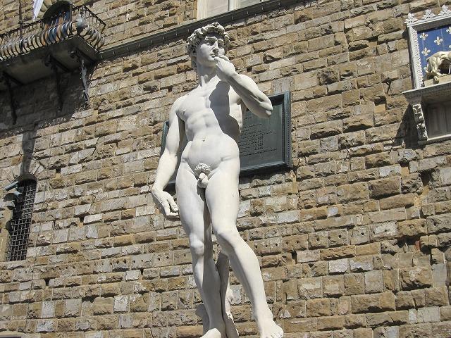 ヴェッキオ宮殿前 ミケランジェロのダビデ像(レプリカ)