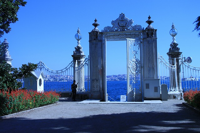ドルマバフチェ宮殿、外の門
