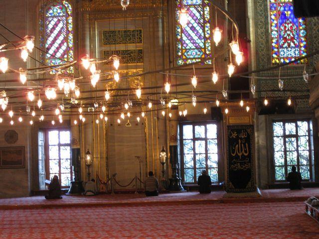 礼拝堂中央の大ドームはとても美しい