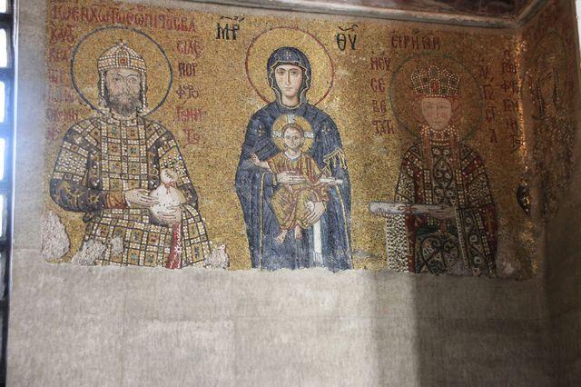 アヤソフィアモザイク画「聖母子と皇帝家族」
