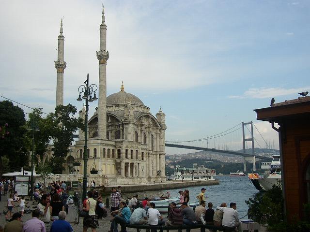 イスラムの国に聳え立つシナゴーク