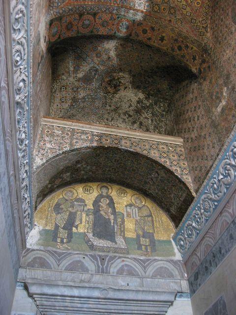 アヤソフィアモザイク画「 聖母子にアヤソフィアを献上する皇帝」