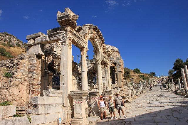 エフェソス遺跡「ハドリアヌス神殿」