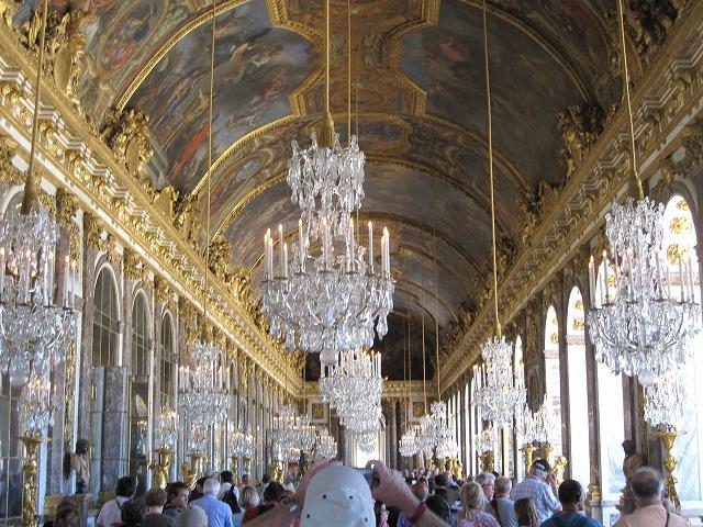 宮殿内の一番の見所「鏡の間」