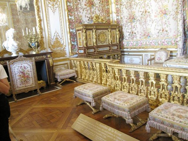 煌びやかな宮殿内