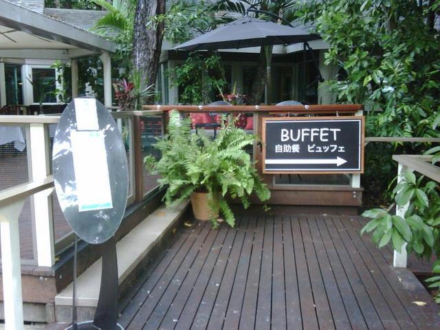 エメラルドレストラン内のビュッフェ開催の場合には、入り口はこちらから