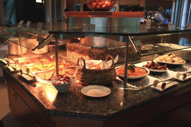 エメラルドレストラン内でのビュッフェ美味しそう!!