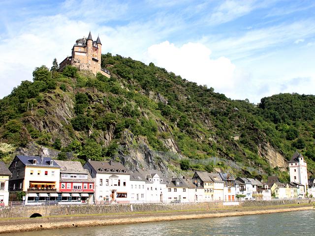 フォン・カッツネルンボーゲン伯爵が築いた猫城(カッツ城)