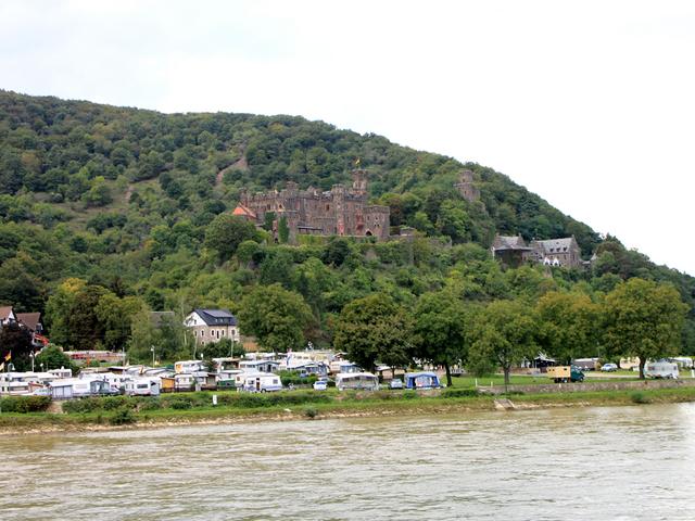 13世紀に盗賊の根城となったライヒェンシュタイン城