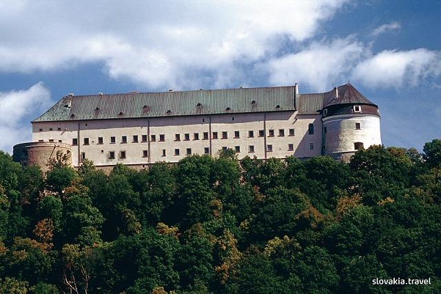 チェルベニー・カメン(赤い岩)城