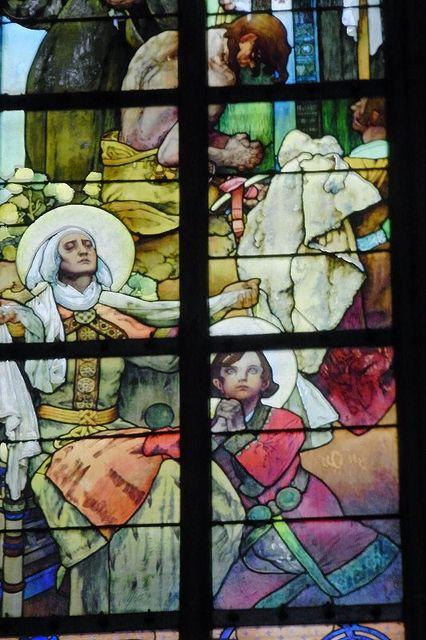 プラハ城の象徴的建物「聖ヴィート大聖堂」ミュシャのステンドグラス