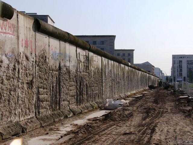 現存するベルリンの壁(Copyright (C) 2011MIKI Reisen GmbH All Rights Reserved)