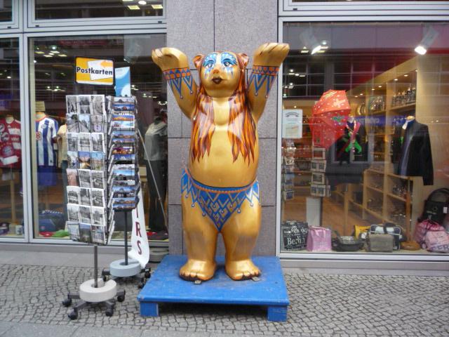 ベルリンの路上に多々あるバディーベア