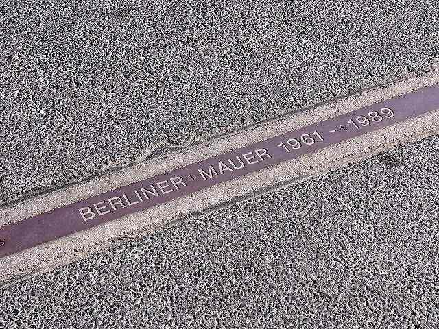 壁の跡(Copyright (C) 2011MIKI Reisen GmbH All Rights Reserved)
