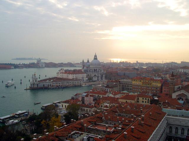 水の都ヴェネツィアの町並み