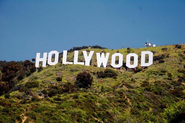 至近距離で見るハリウッドサイン