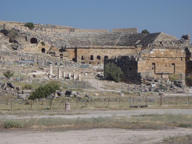 壮麗な世界遺産遺跡ヒエラポリス