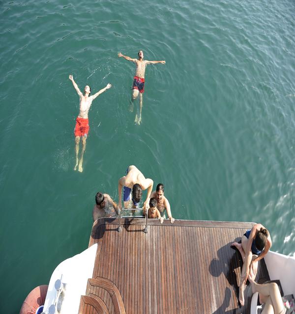 黒海でスイミング!