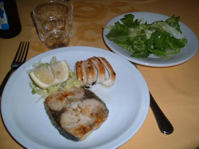 昼食一例(イカとカジキマグロのグリル)