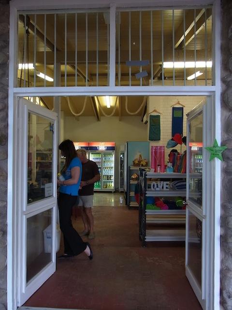 島内にある小さなスーパーマーケット