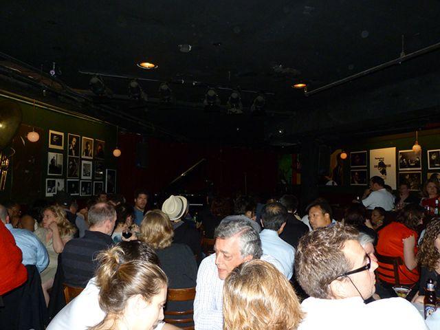 本場ニューヨークジャズを聞きにお客さんもたくさん