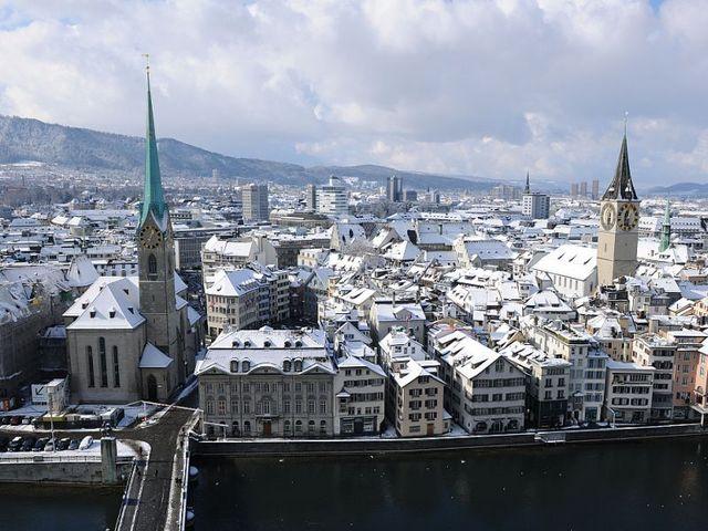 冬のチューリッヒ市内