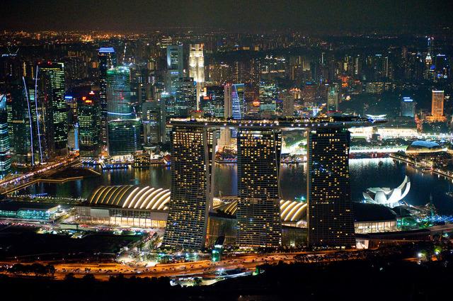 未来都市のようなマリーナベイ・サンズ・スカイパーク(写真提供:シンガポール政府観光局)