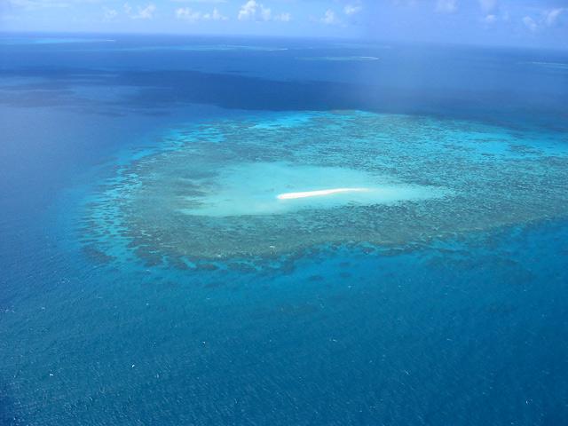干潮時だけに現れる砂の島