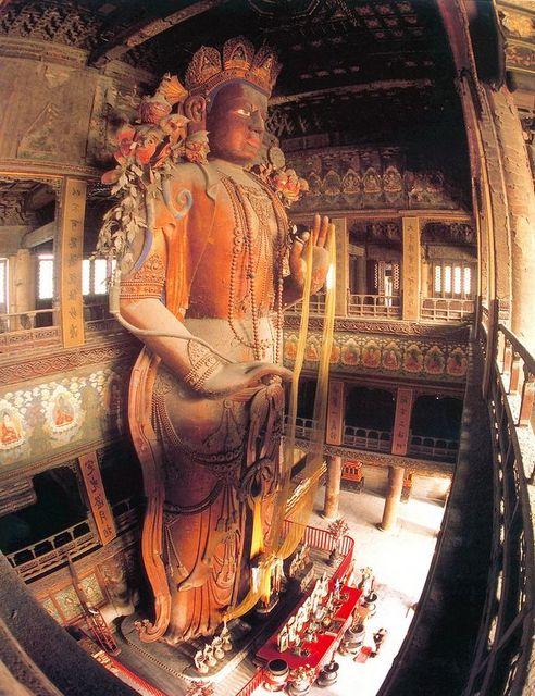 雍和宮にある中国最大の木造・弥勒仏像