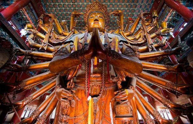 中国最大級の普寧寺千手千眼観音菩薩像は必見