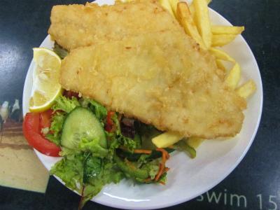 夕食付きのメニュー例 Fish and Chips