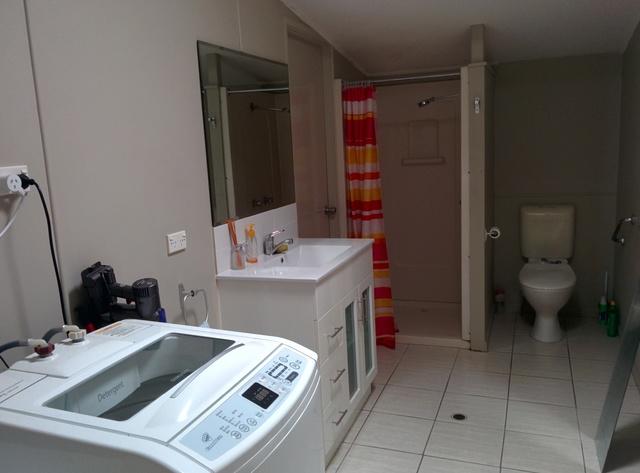 シャワールーム (共用スペース)