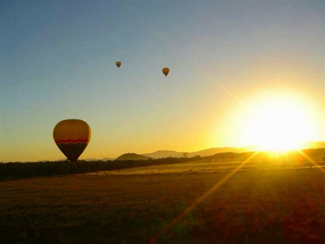 タリー川ラフティング & 熱気球 2日間パッケージツアー
