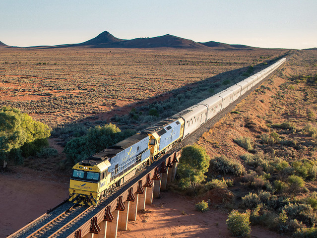 長距離鉄道グレートサザンレールウェイのインディアンパシフィック - シドニー発