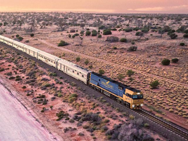 長距離鉄道グレートサザンレールウェイのインディアンパシフィック - アデレード発